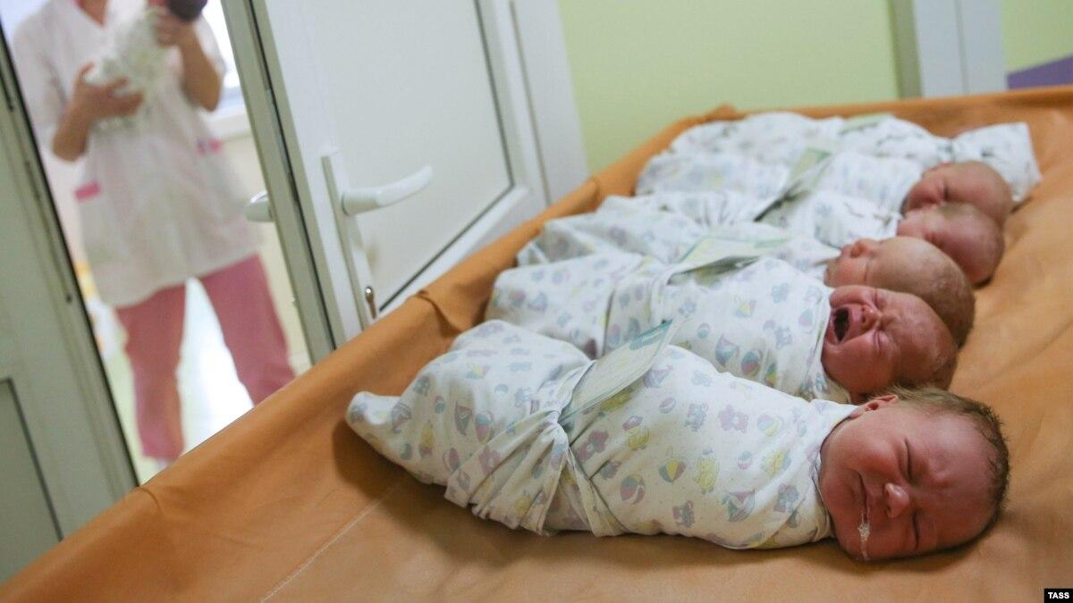 Фото новорожденного ребенка в роддоме