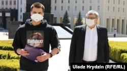 Эдуард (слева) и Виктор Бабарико, 15 мая 2020 года. Минск, Беларусь