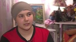 14-летняя алматинка печет печенье на продажу, а деньги копит на лечение рака