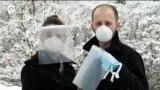 Жители Нью-Йорка помогают врачам бороться с коронавирусом