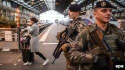 Вооруженный патруль в Париже