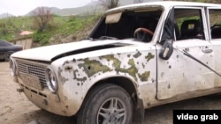 Поврежденный автомобиль в районе Нагорного Карабаха