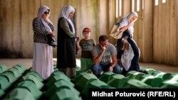 Перезахоронения жертв расстрела в Сребренице