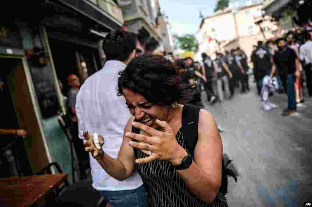 Полиция применила слезоточивый газ и резиновые пули для разгона парада