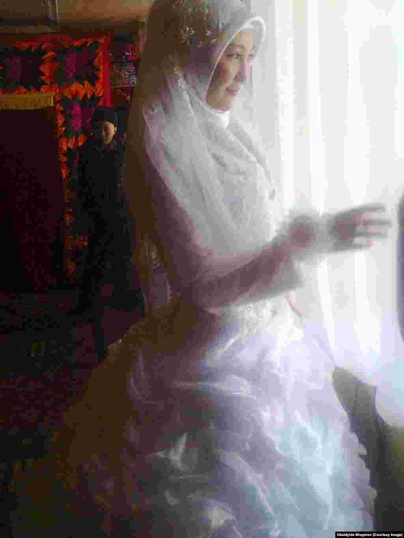 Палмира - местная учительница - перед свадьбой