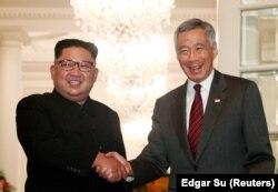 Лидер Северной Кореи с премьером Сингапура Ли Сянь Луном