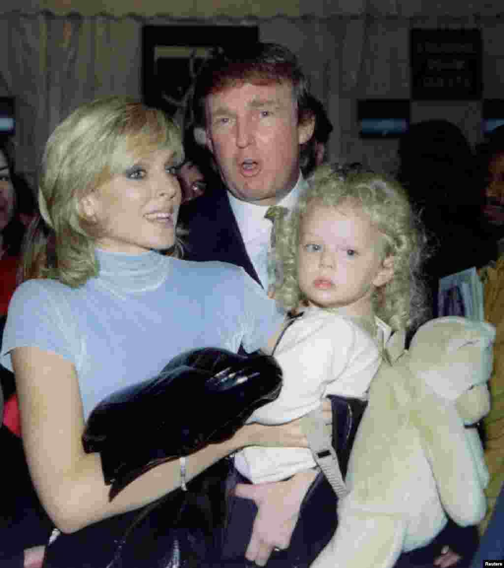 Трамп и Марла Мейплс с дочерью Тиффани в 1995 году. Супруги развелись в 1999 году