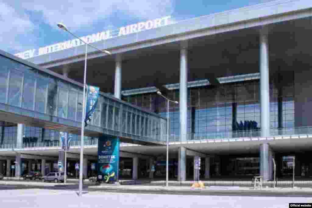Новый терминал аэропорта Донецка, построенный перед Евро-2012.