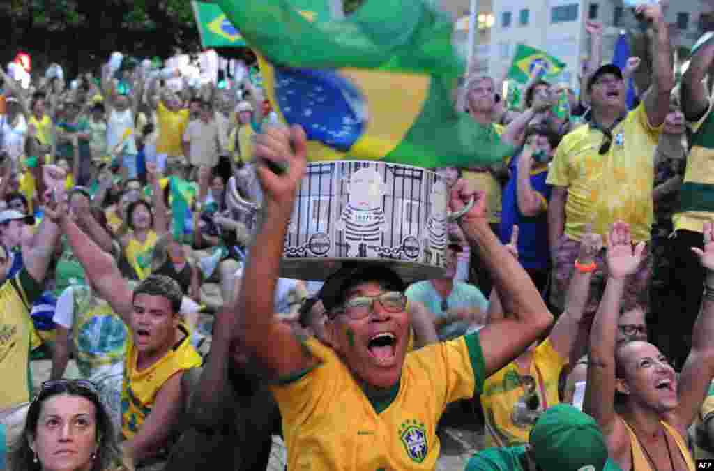 Сейчас вопрос об импичменте направлен в сенат Бразилии. Заключительное голосование состоится в начале мая. На фото – сторонники отставки Русеф в Рио-де-Жанейро