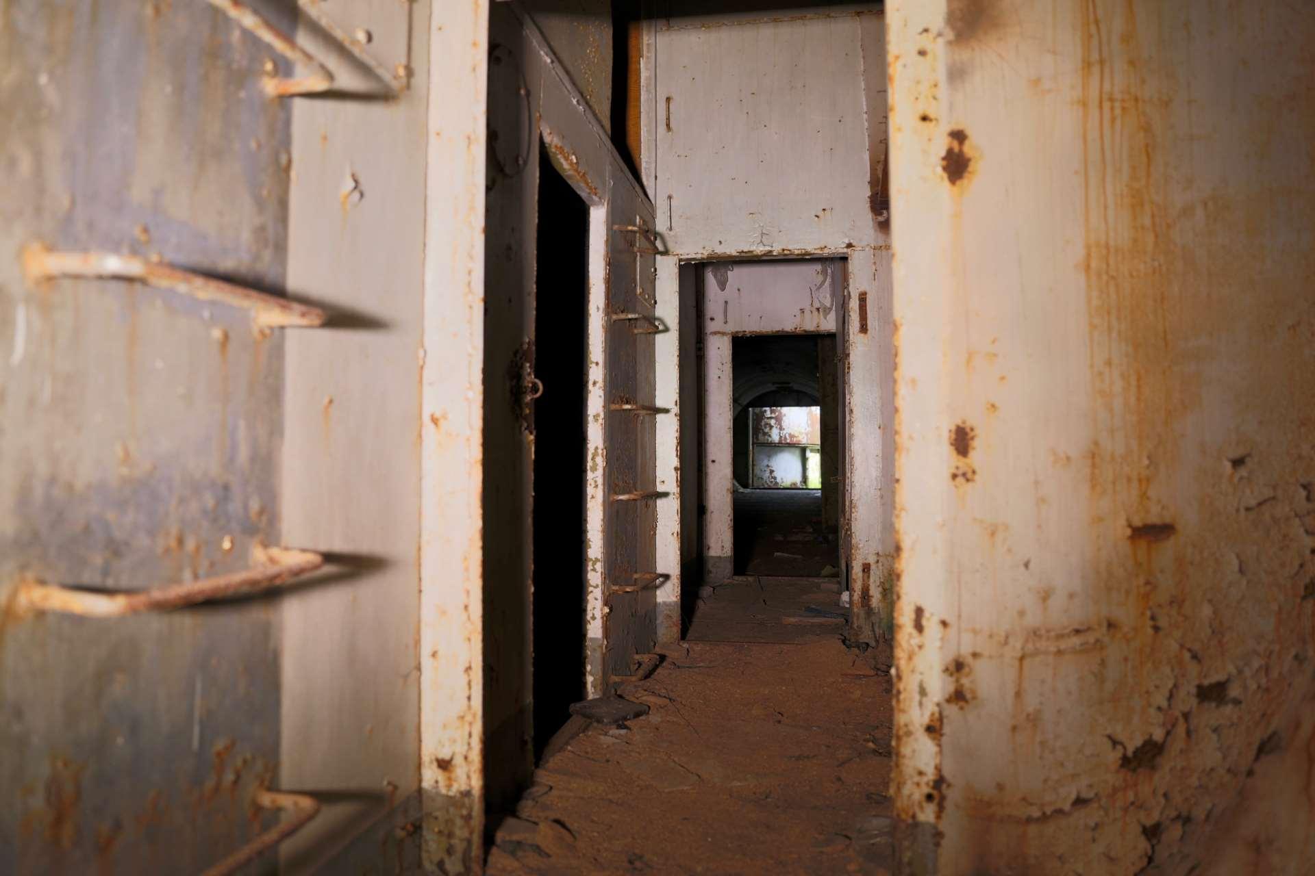 Частично жилое укрытие в расположении ракетной бригады 122 в лесу под Либавой