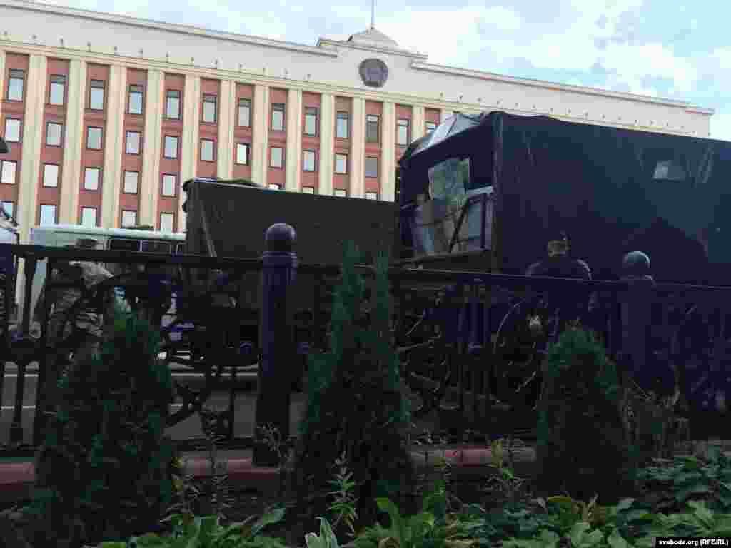 Площадь Ленина в Минске, 9 августа