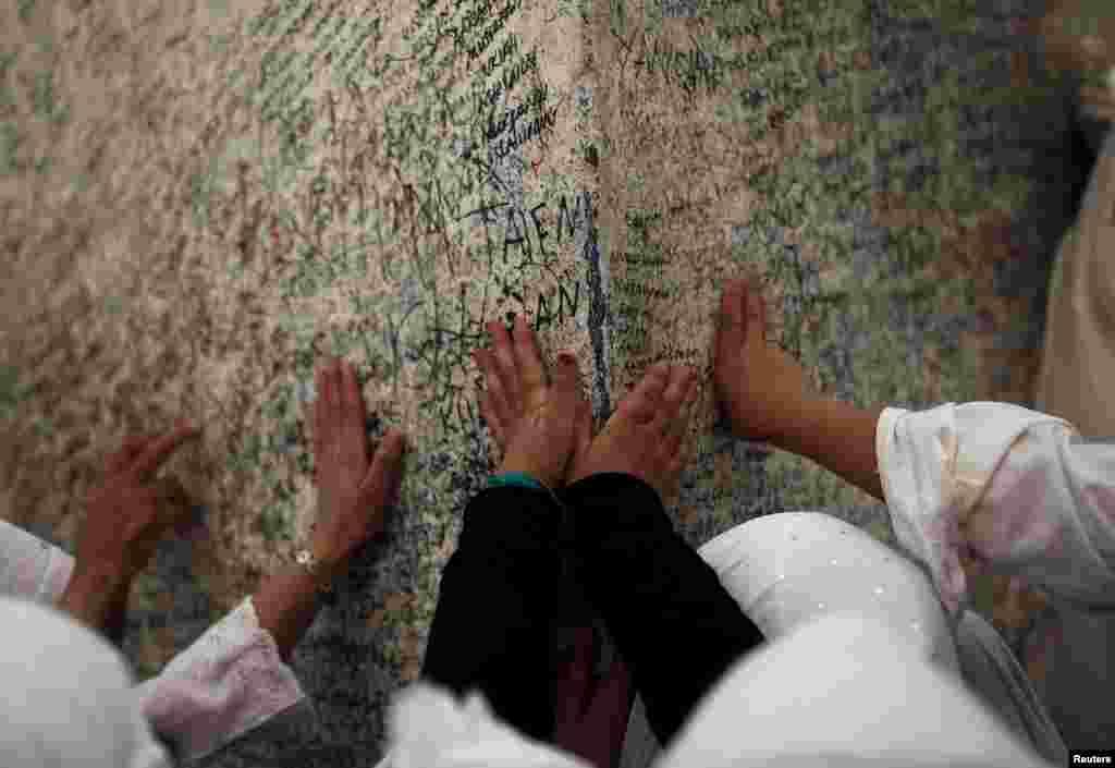 На фото - паломники на горе Арафат