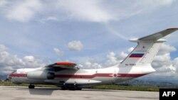 Российский самолет в сирийском аэропорту Латакия