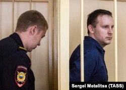Сергей Ефремов (справа). Фото: ТАСС