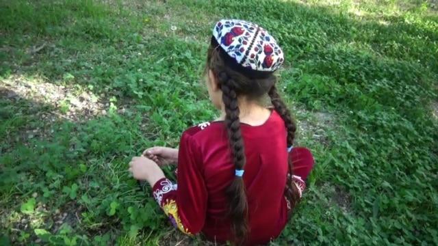"""Programme: В Кыргызстане арестован экс-глава """"Национального энергохолдинга"""", он проходит по делу о коррупции при модернизации Бишкеской ТЭЦ. В Минобразования Казахстана хотят потратить миллиарды на социсследования. Что следует носить дамам Таджикистана – по версии Минкульта, никаких коротких юбок и декольте"""