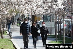 These pedestrians took advantage of a sunny spring day in March 2020 to walk in the streets of Yerevan, the Armenian capital.
