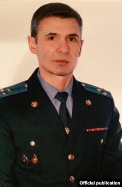 Следователь ГСУ ГУ МВД по Москве Виктор Рубашкин в 2015 г. был обвинен в коррупции, заключил сделку со следствием, двоих его коллег приговорили к 11 и 12 годам колонии, Рубашкин отделался штрафом