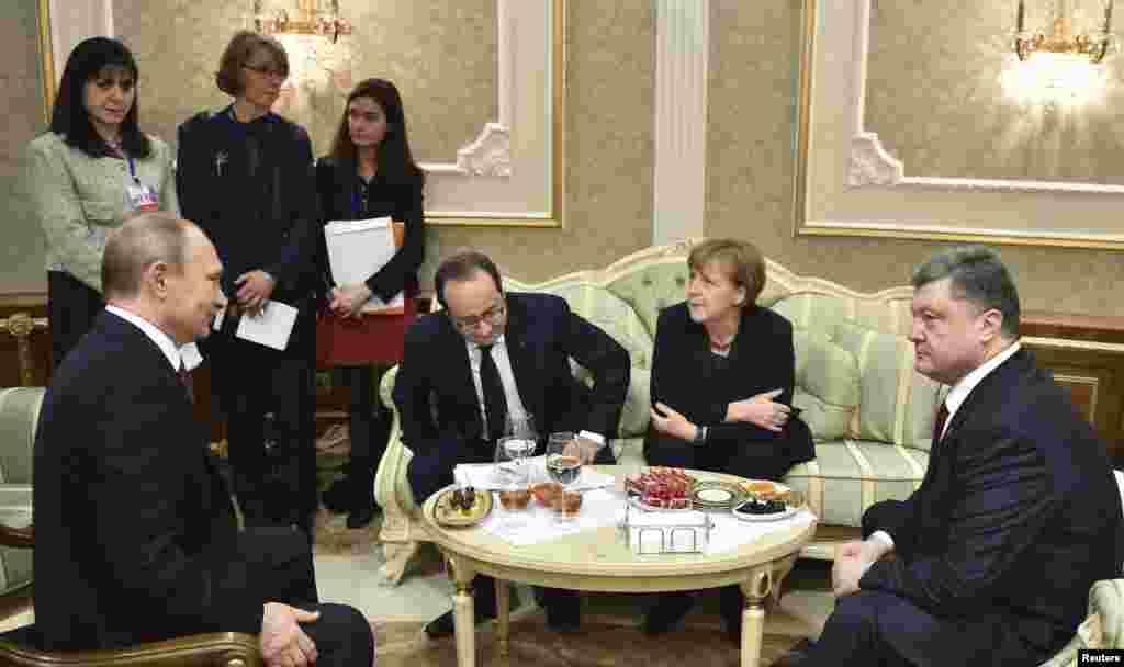 Лидеры России, Франции, Германии и Украины на переговорах в Минске. Вечер 11 февраля.