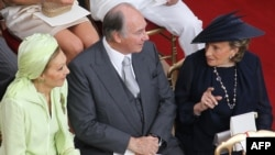 Ширак, его жена Бернадетт и вдова шаха Ирана