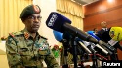 Министр обороны Судана объявляет о перевороте