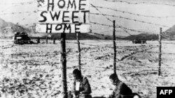 Военнопленные на территории демилитаризированной зоны между Кореями. Октябрь 1950 года