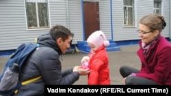 Эльвира с Юлией и Али Бейсеновыми