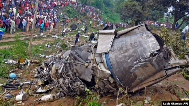 Обломки самолета после крушения в Браззавиле, Республика Конго