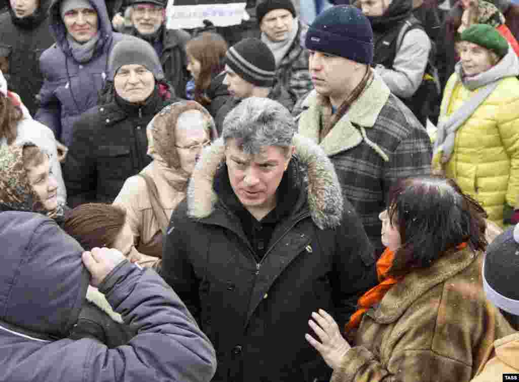 Борис Немцов на митинге против отмены прямых выборов мэра в Ярославле. 7 декабря 2014
