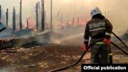 Пожар в поселке Яицкое Самарской области, фото: МЧС по Самарской области