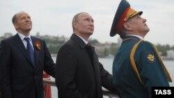 Глава ФСБ РФ Александр Бортников, президент РФ Владимир Путин и глава Минобороны РФ Сергей Шойгу