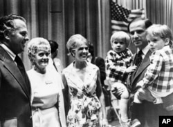 Байден с сыновьями Бо и Хантером на руках, 1972 год