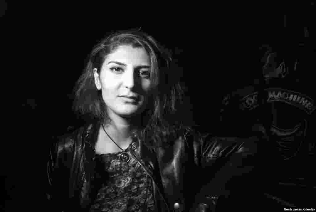 """""""Моя душа жаждет приключений, я хочу увидеть весь мир. Мне нравится эта сумасшедшая атмосфера и свобода людей, которые состоят в клубе"""", – рассказывает Катя Дардзули, выпускница психологического факультета одного из университетов Тбилиси"""