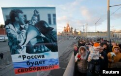 A poster at a February 27, 2016 memorial demonstration for Boris Nemtsov in Moscow reads 'Russia will be free!'.