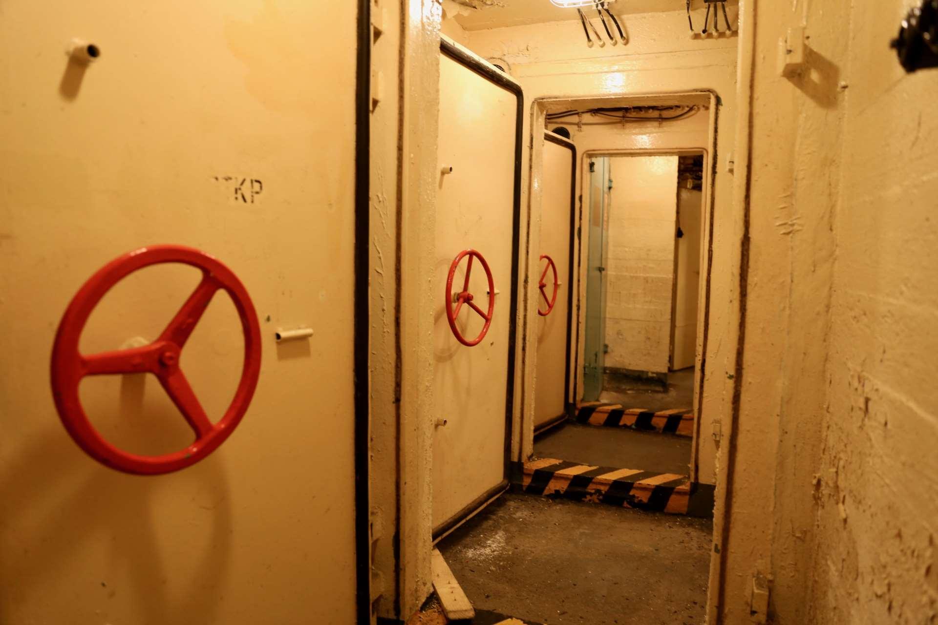 Гермодвери в коридоре технической секции бункера «Явор 51»