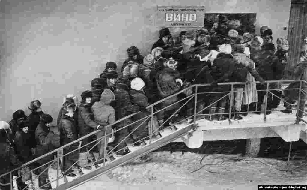 Очередь за водкой на Чукотке, 1985 год