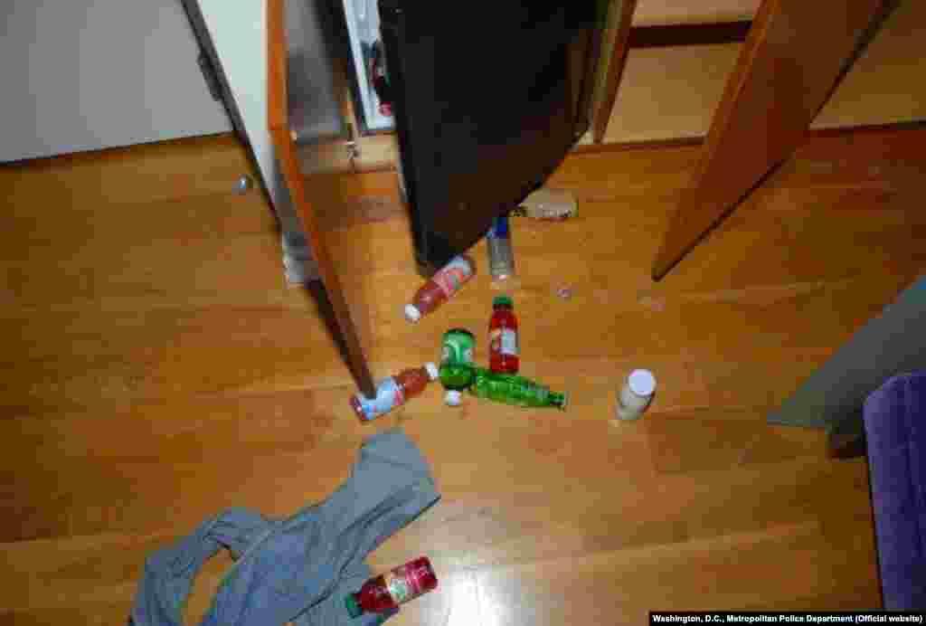 Сын Лесина Антон, живущий в Беверли-Хиллз, рассказал, что его отец постоянно напивался во время деловых поездок