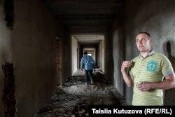 Роман Прилуцкий (справа)