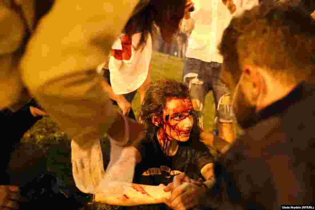 Протесты также происходили на перекрестке проспекта Машерова и улицы Тимирязева. Там при разгоне были ранены несколько человек. В Минской городской клинической больнице скорой медицинской помощи отказались комментировать вызовы на проспекты Победителей и Машерова, а также говорить что-либо о пострадавших