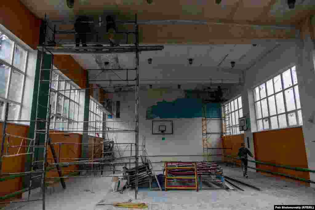 Школьные спортзалы тоже восстанавливают
