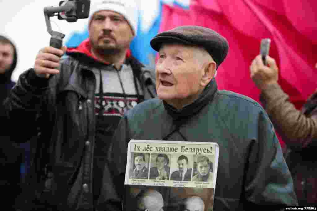 91-летний участник акции вышел выразить свое негативное отношение к интеграции с Россией, а также напомнить о судьбах пропавших политиков – оппонентов Лукашенко