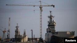 """Корабли класса """"Мистраль"""" """"Севастополь"""" и """"Владивосток"""" на верфи в Сен-Назере во Франции"""
