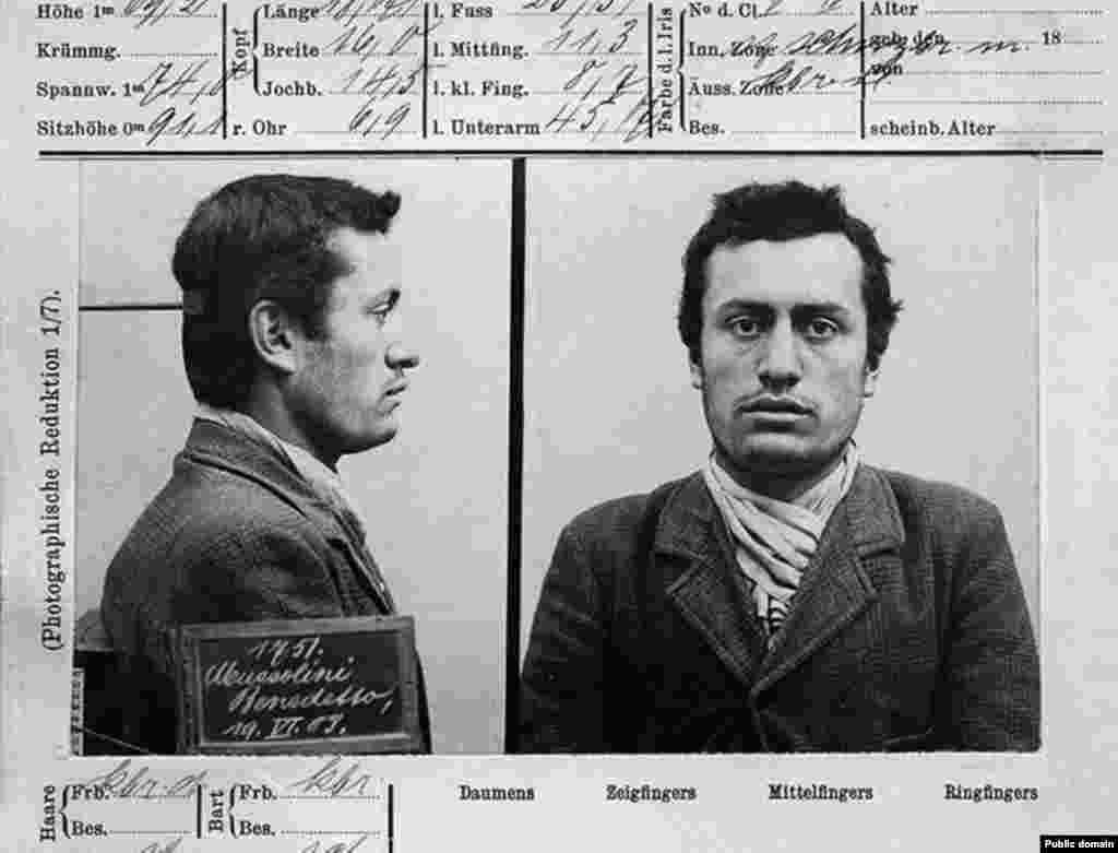 Еще одно полицейское досье, но уже со снимками Бенито Муссолини. В 1903 году будущий глава Италии отправился в Швейцарию, чтобы не проходить военную службу на родине. В Швейцарии он не смог найти постоянную работу и был арестован за поддержку забастовки рабочих.