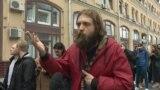 """""""Это они преступники, понимаете?"""" Актер Александр Ильин объясняет, почему стоит в пикете в поддержку Устинова"""
