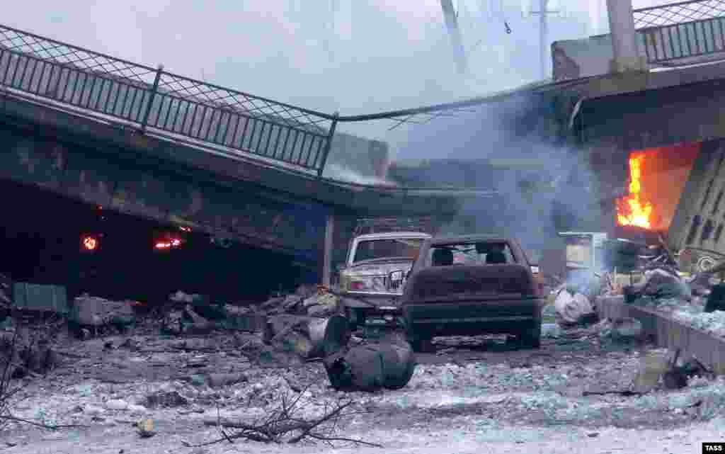 Поврежденный Путиловский мост у аэропорта. 18 января 2015 года.