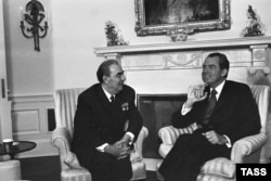 Брежнев на переговорах с Ричардом Никсоном