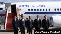 Представители делегация Южной Кореи перед вылетом в Пхеньян