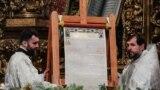 В Украину привезли томос об автокефалии