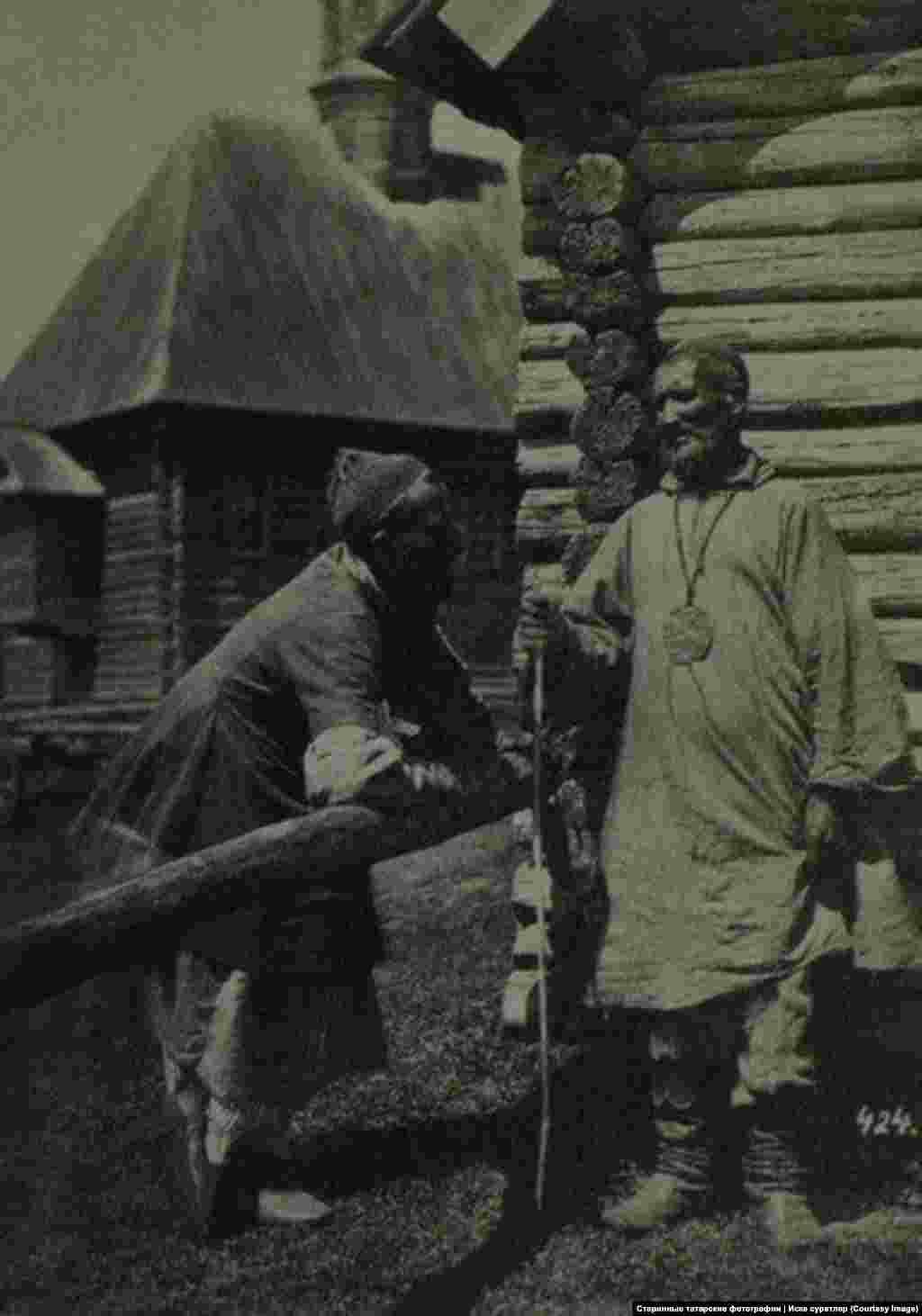 Эта одна из самых старых фотографий в коллекции Наиля – татары Симбирской губернии в 1870 году