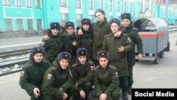 Призывники из челябнского поселка Кропачево, Евгений Кувайцев – во втором ряду справа