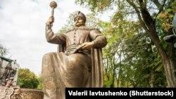 Памятник гетману Ивану Мазепе в Полтаве